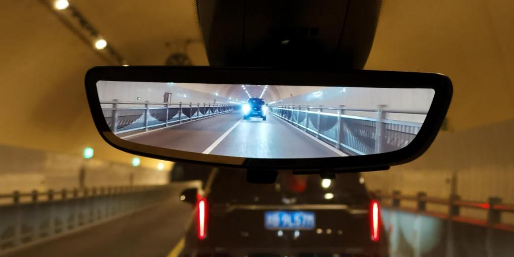 digital rearview mirror night time
